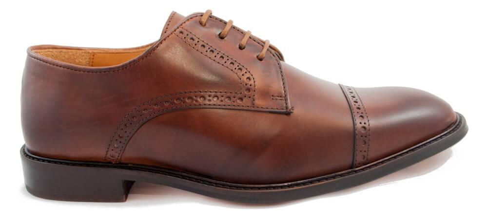 chaussure en cuir à cirer