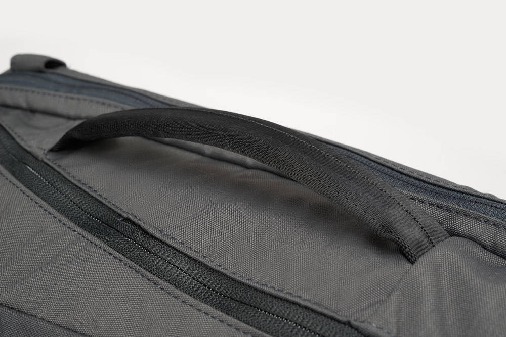 Minaal Daily Bag - Side handle, briefcase mode