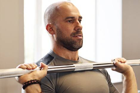 Der richtige Griff beim Schulterdrücken mit der Langhantel