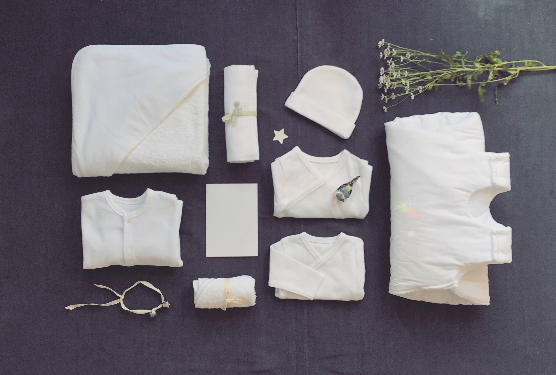 La valise de maternité et le berceau vous font économiser de l'argent