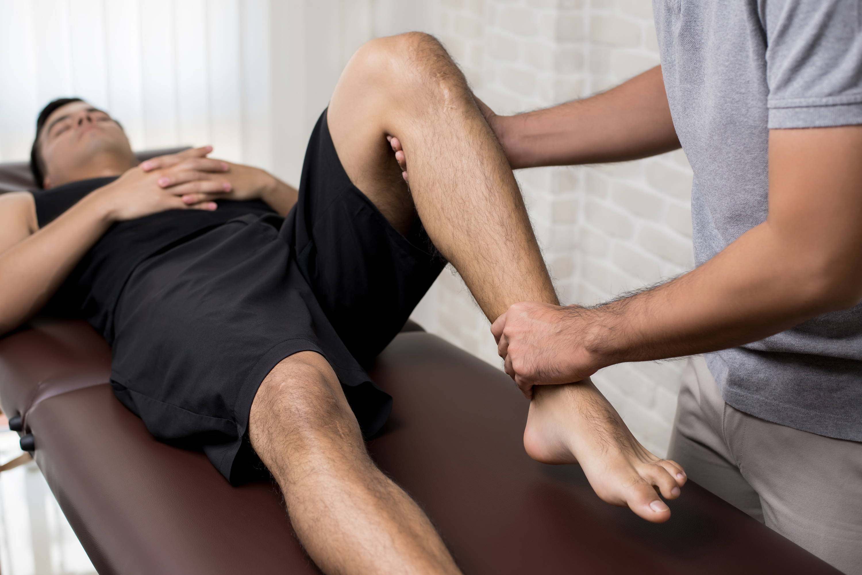 kinesiology patient having leg examined