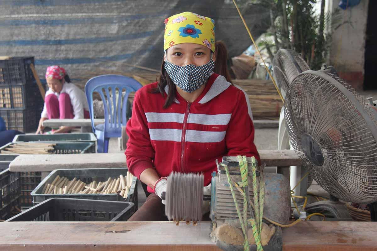manufacturing bamoo straws in beautiful Vietnam