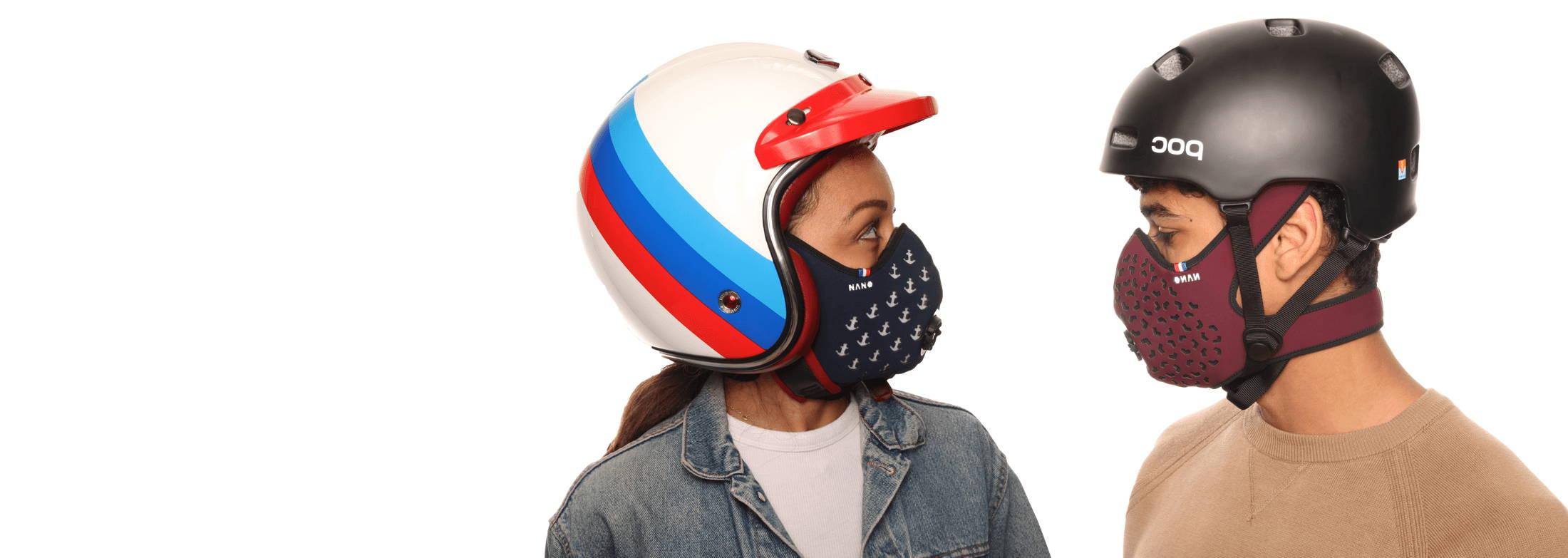 deux personnes portant le masque
