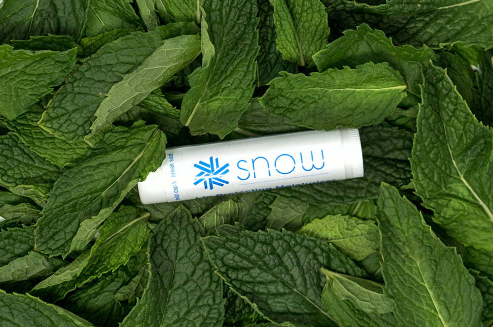 7 Reasons To Whiten Your Teeth With Snow
