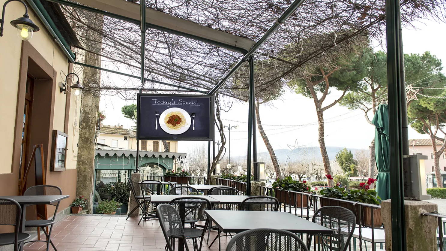 Robust outdoor TV box for TV protection on restaurant patio