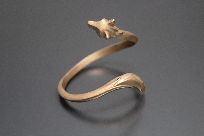 Wolf Bracelet. Michael Tatom Jewelry. Shanan Campbell. Sorrel Sky Gallery. Art Advisor. Art Consultant. Corporate Art. Private Art Collection. Santa Fe Art Gallery.