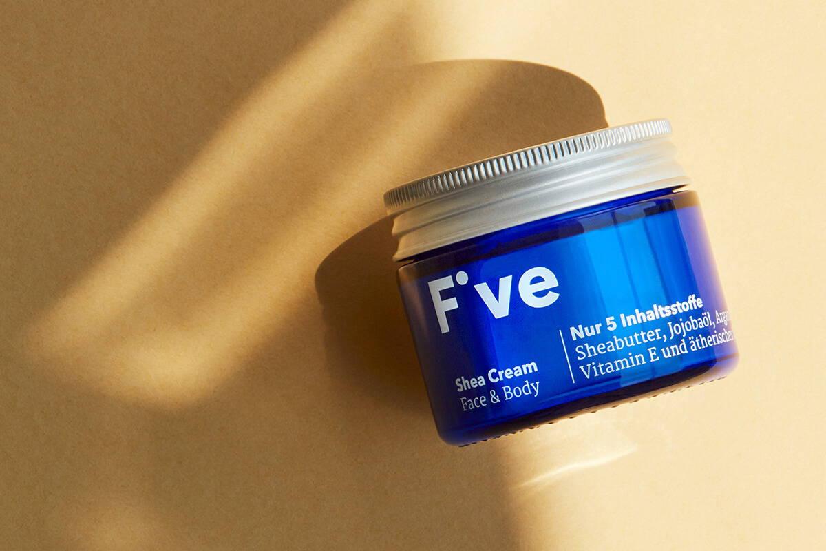 FIVE Shea Cream auf die feuchte Haut auftragen – Five Skincare