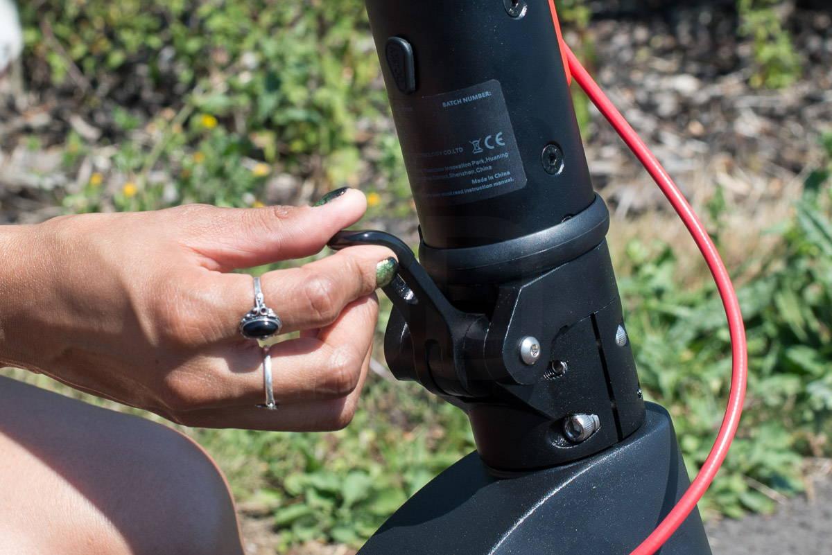 體面的 X7 踏板車閂鎖桿釋放