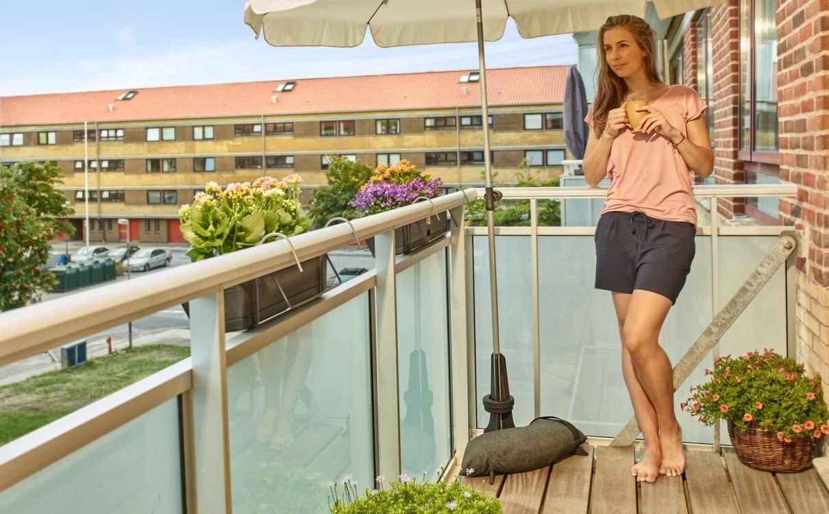 Sonnenschirmständer für den Balkon von Baser