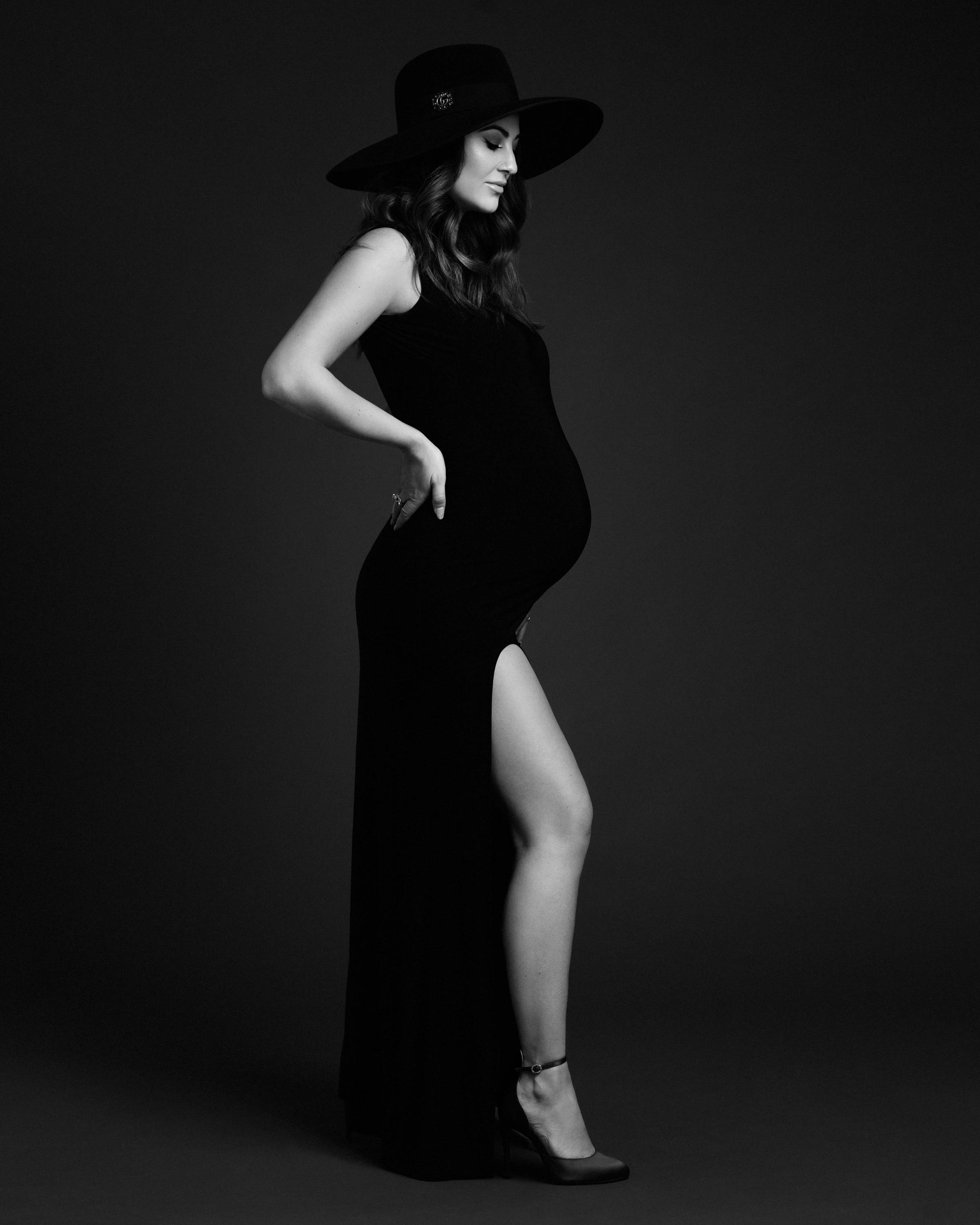 maternity photoshoot Jovana  owner of uni+koncept lifestyle boutique &  blog in waterloo.  New york by lilly anne photography