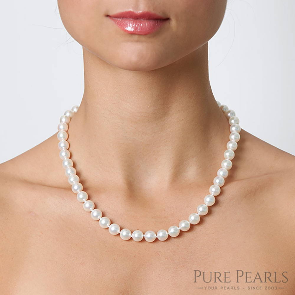 8-9mm Pearl Necklace Size on a Model