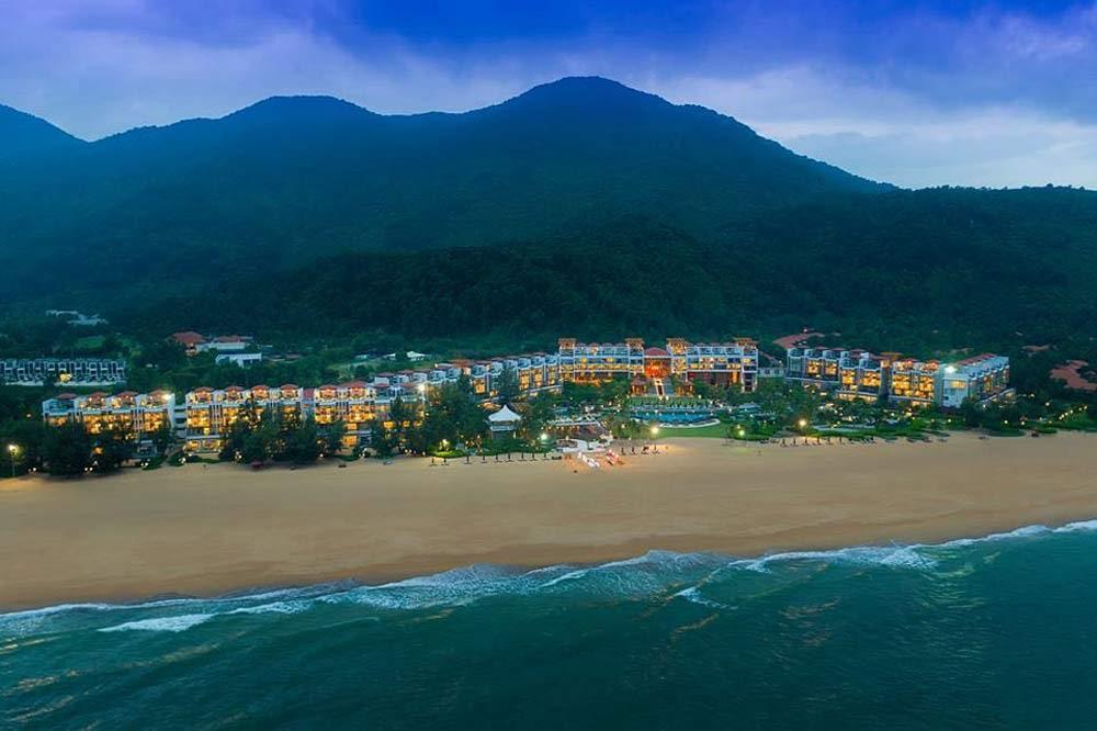 Travelbay Vietnam Tours - a great beach in Vietnam - Lang Co - Angsana Resort