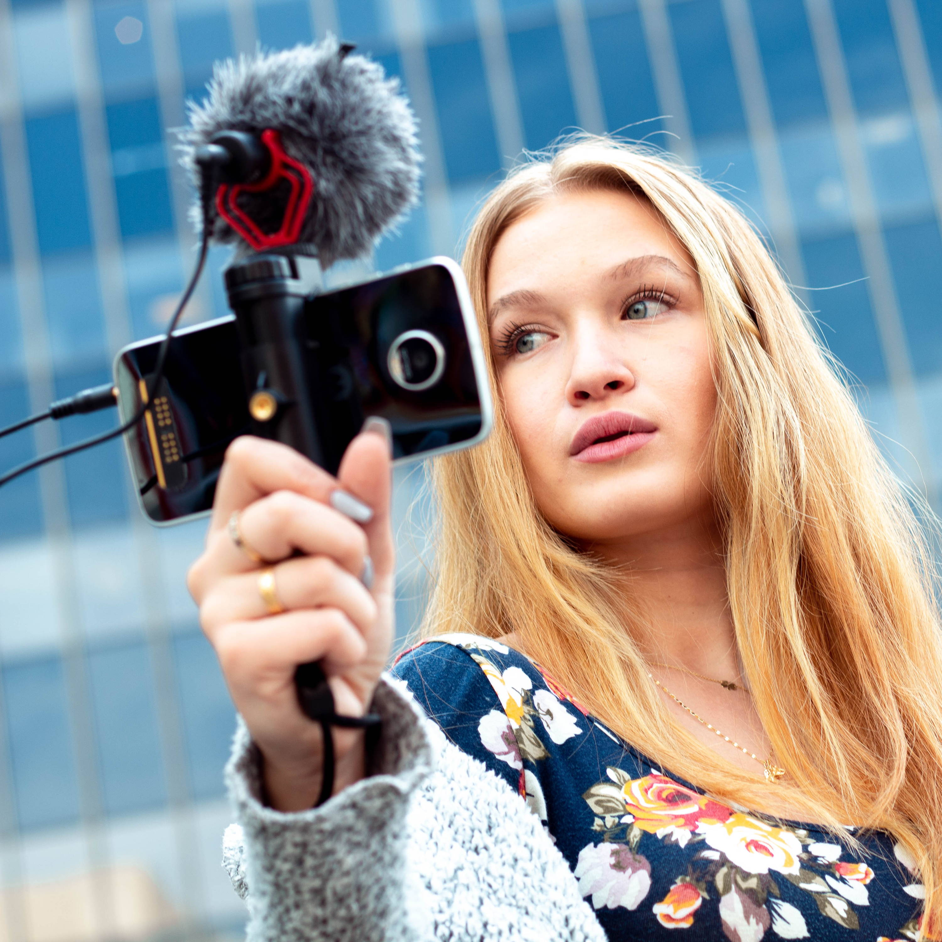 movo smartphone grip with microphone