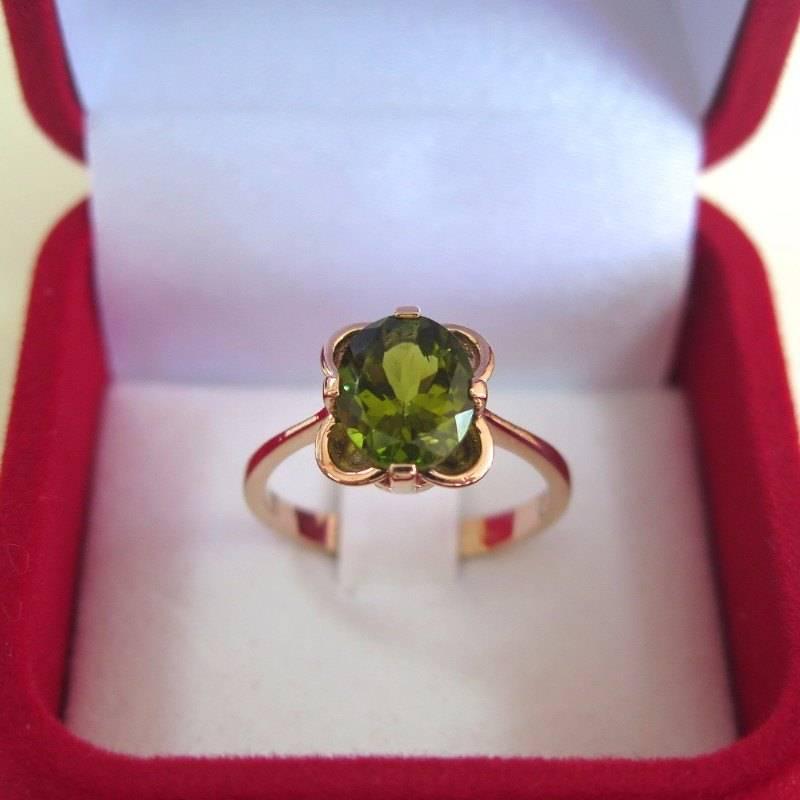 טבעת וינטג' קלאסית משובצת פרידוט מזהב אדום 14 קראט