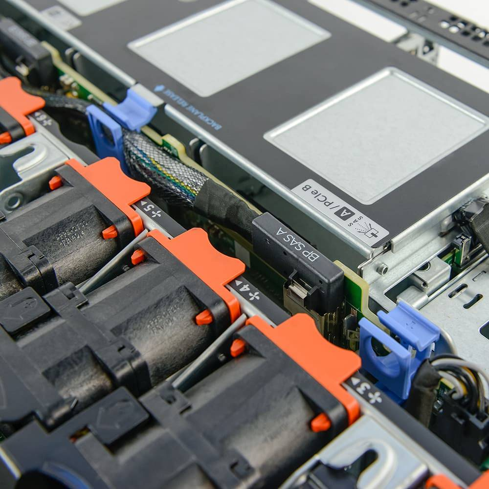 cables inside the dell poweredge r620 chassis