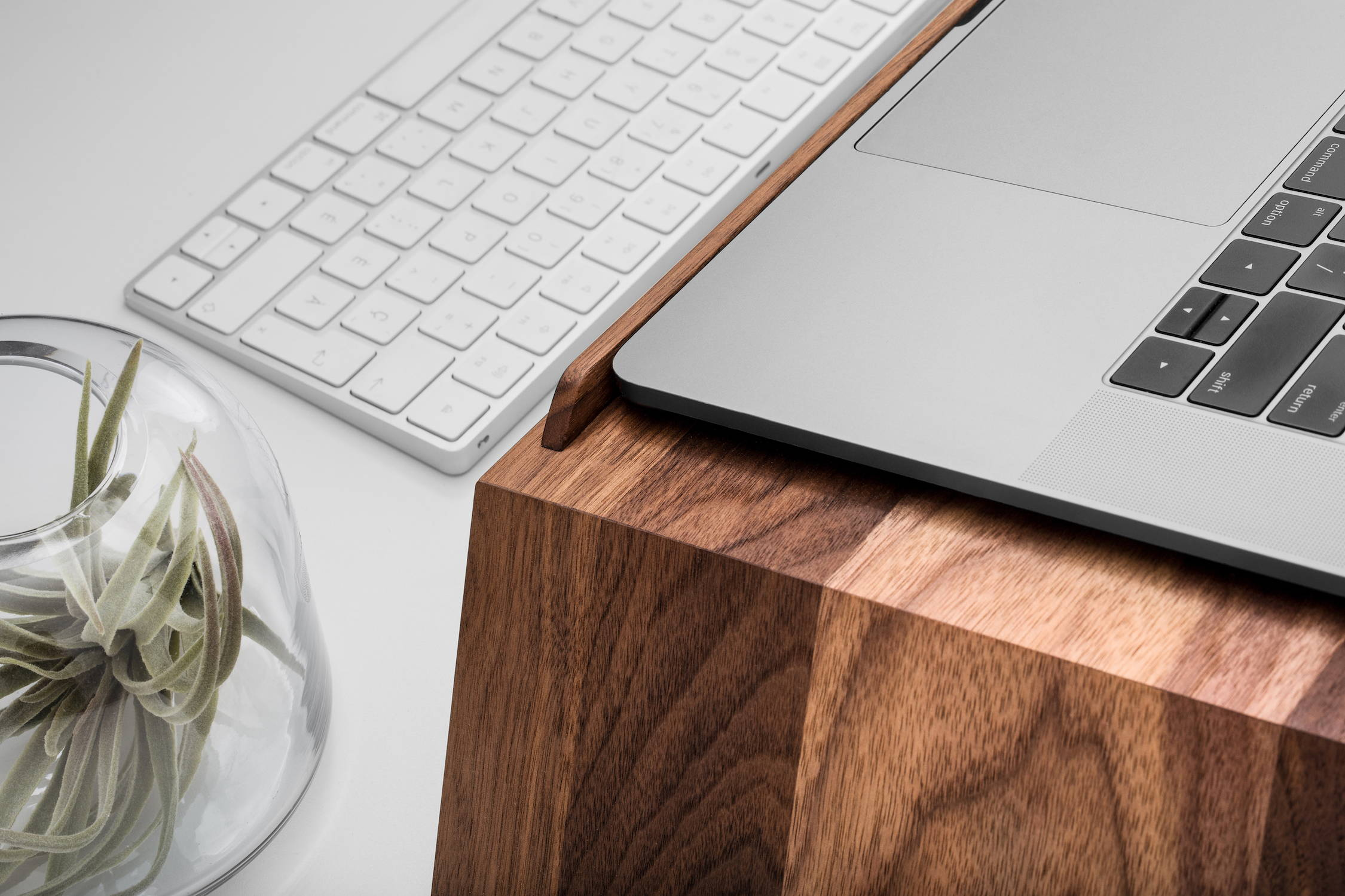 Laptop stand for desk | ergonofis