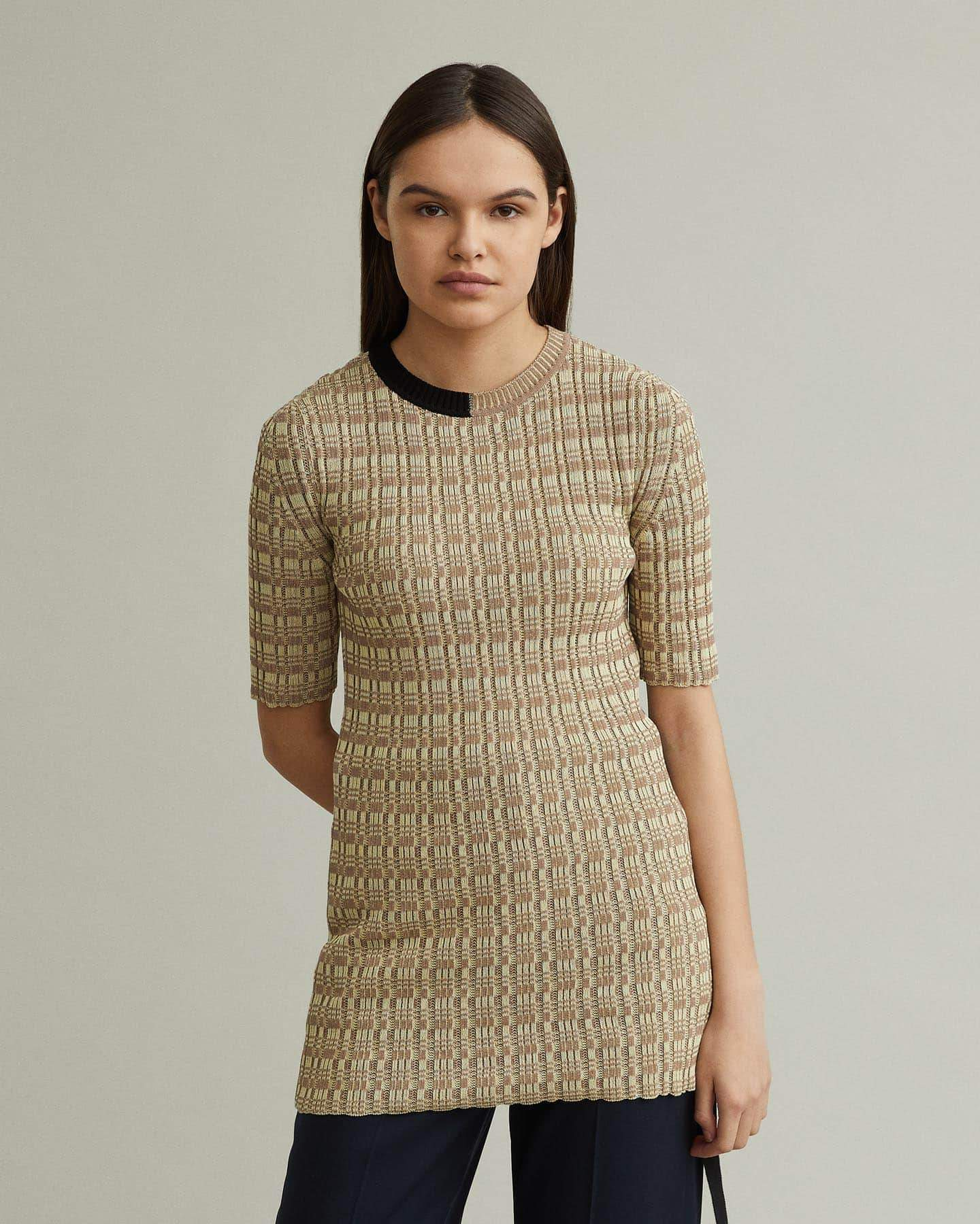 /products/short-sleeve-sweater-with-contrast-neckline