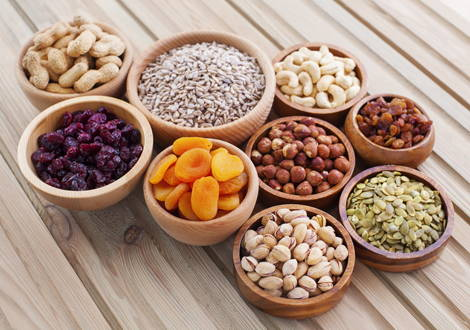 Magnesium ist in Nüssen und Trockenobst enthalten