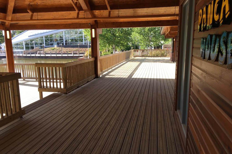Terrasse antidérapante chez Center Parcs