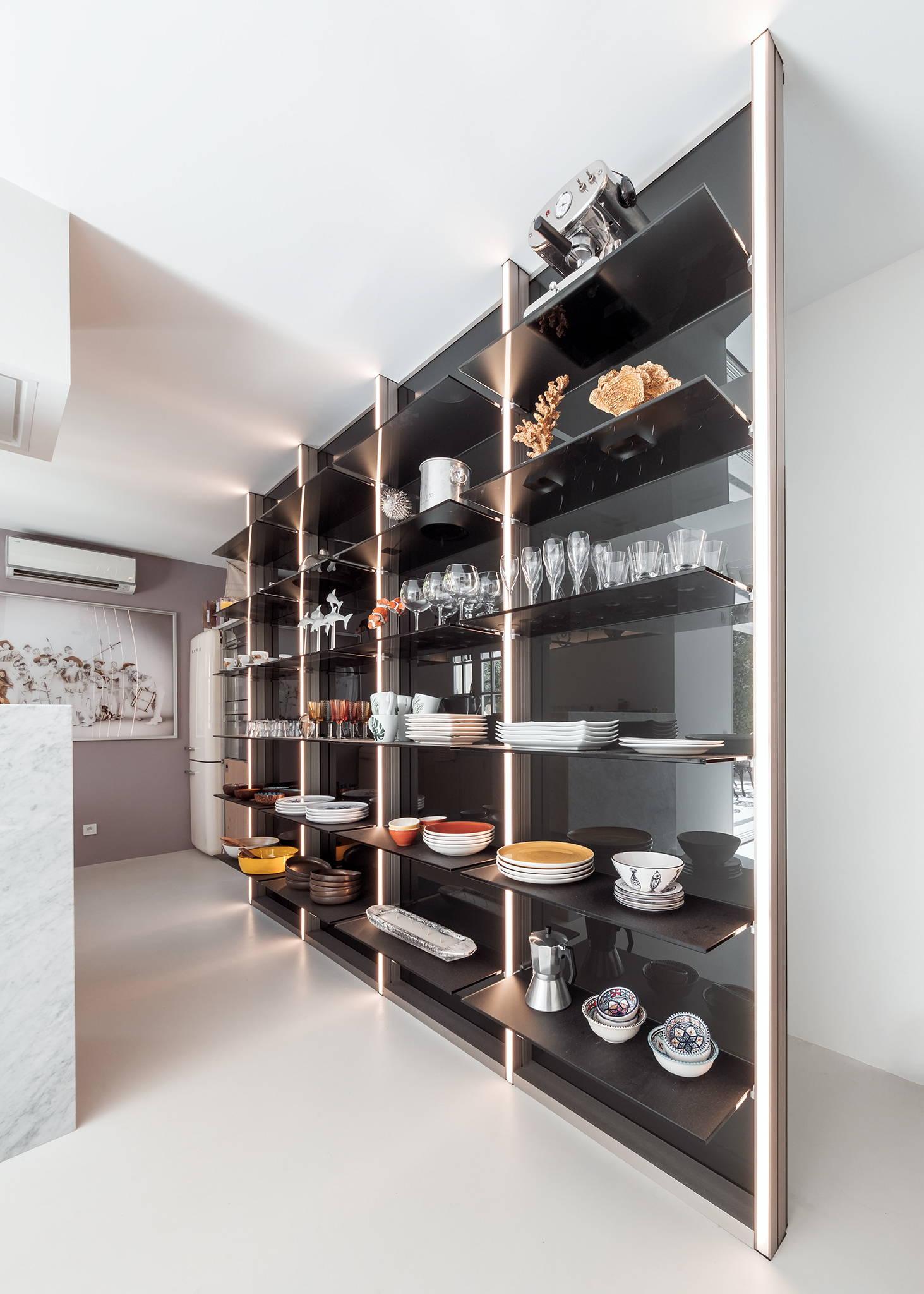 Glass kitchen arrangement