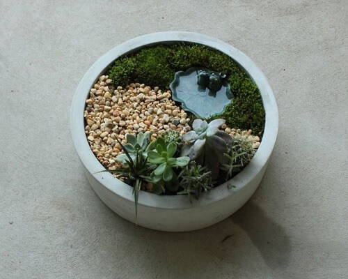 Rough Fusion Round Concrete Centerpiece Planter