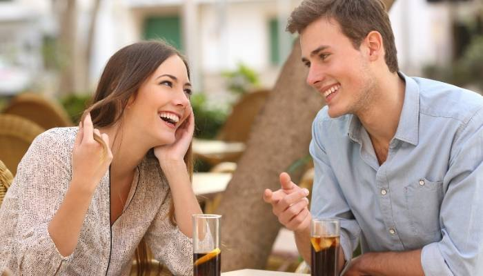 Couple on date at outdoor restaurant