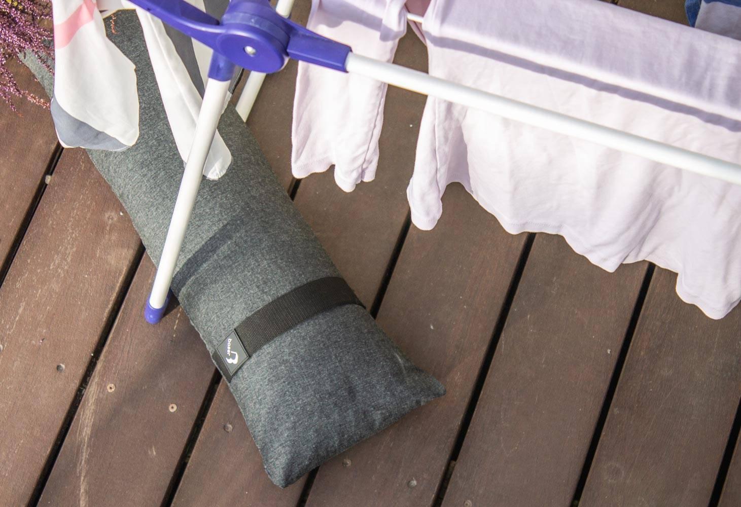 Sandsække kan bruges til at sikre dit tørrestativ så dit vasketøj ikke flyver væk.