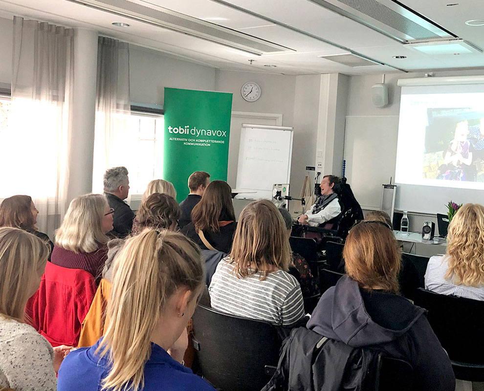 Publikum hört zu während einer Veranstaltung vor Ort von Tobii Dynavox