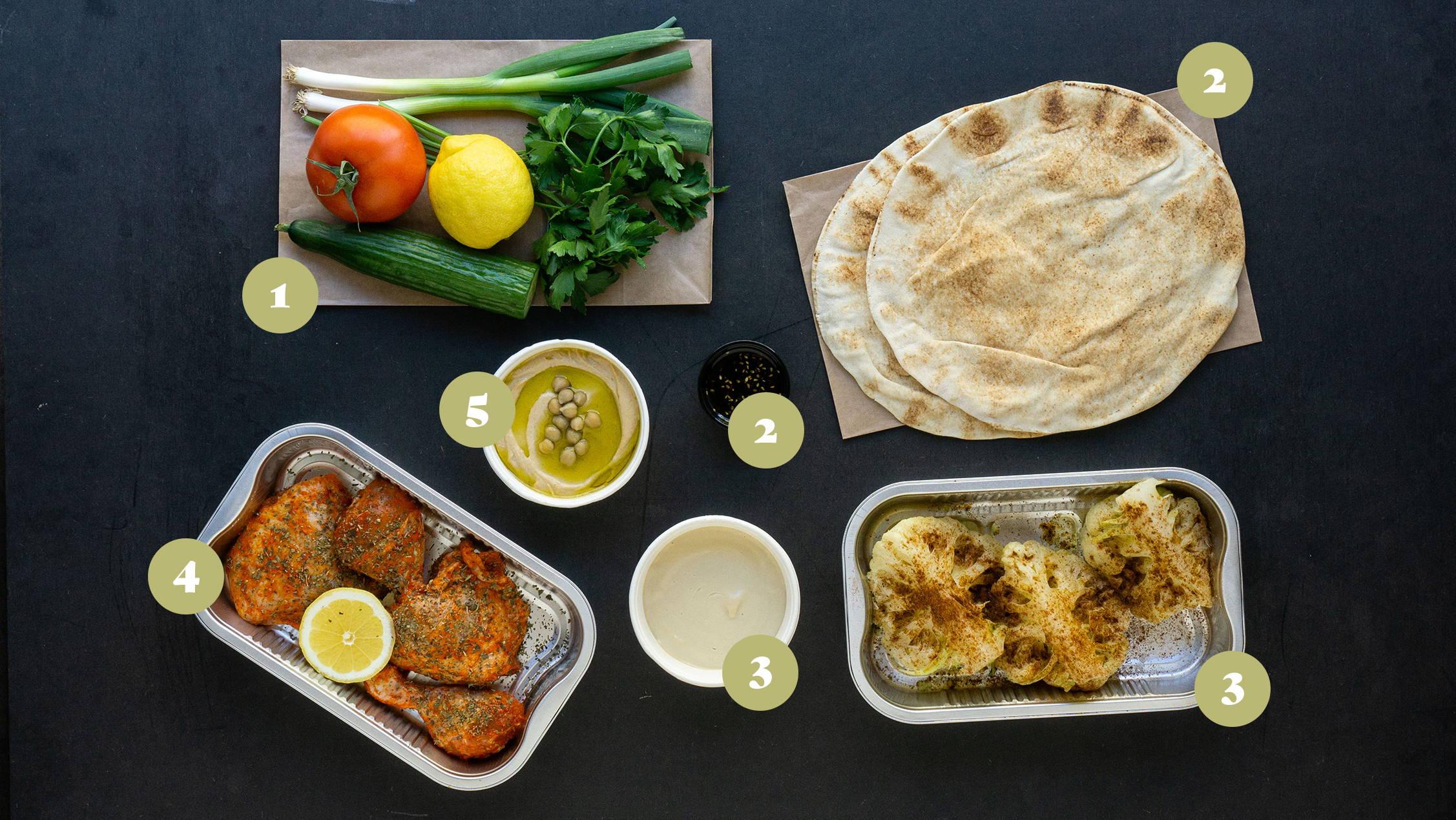 Opskrifter og vejledning til Harissa kylling, blomkål med tahini, israelsk salat og hummus