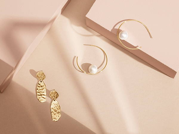 Golden earrings for everyday life and party time