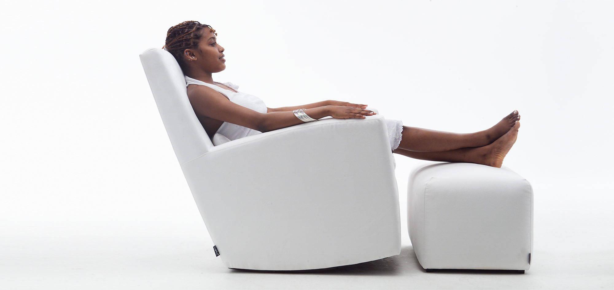 Swing-tuoli ja rahi, valkoinen kangas. HT Collection