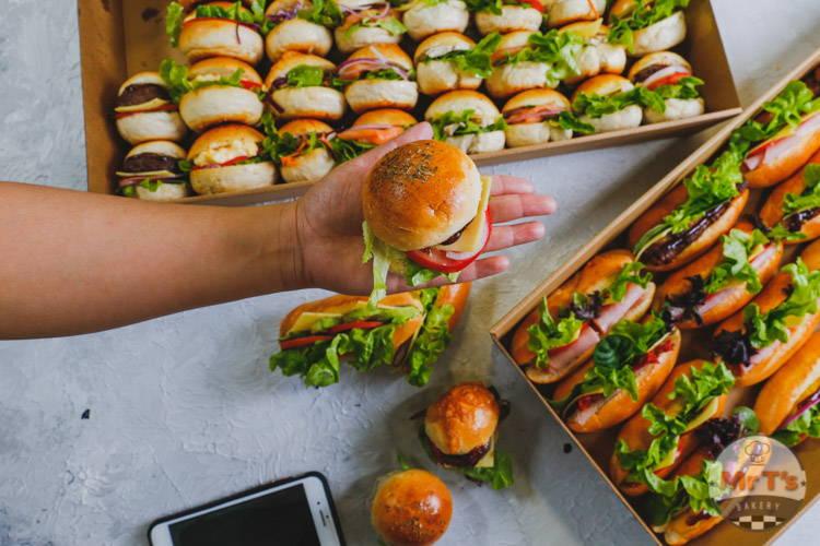 slider-buns-smoked-salmon-with-guacamole