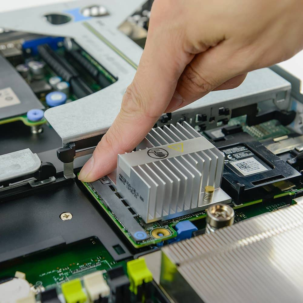aligning the RAID card in the dell poweredge r620