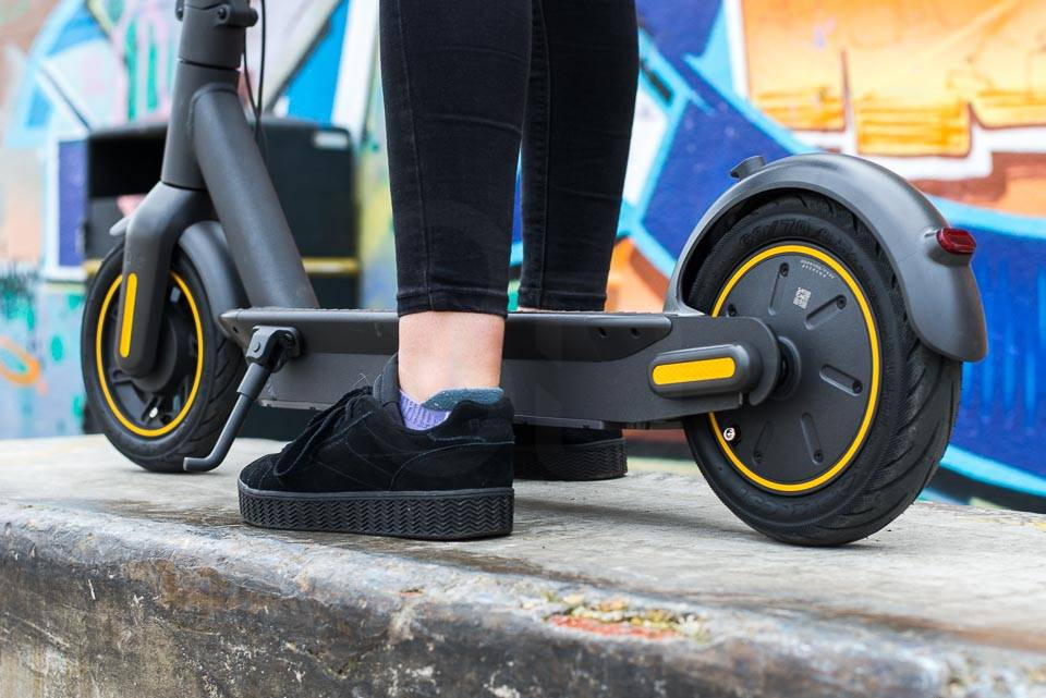 Ninebot Max G30 電動滑板車支架已部署
