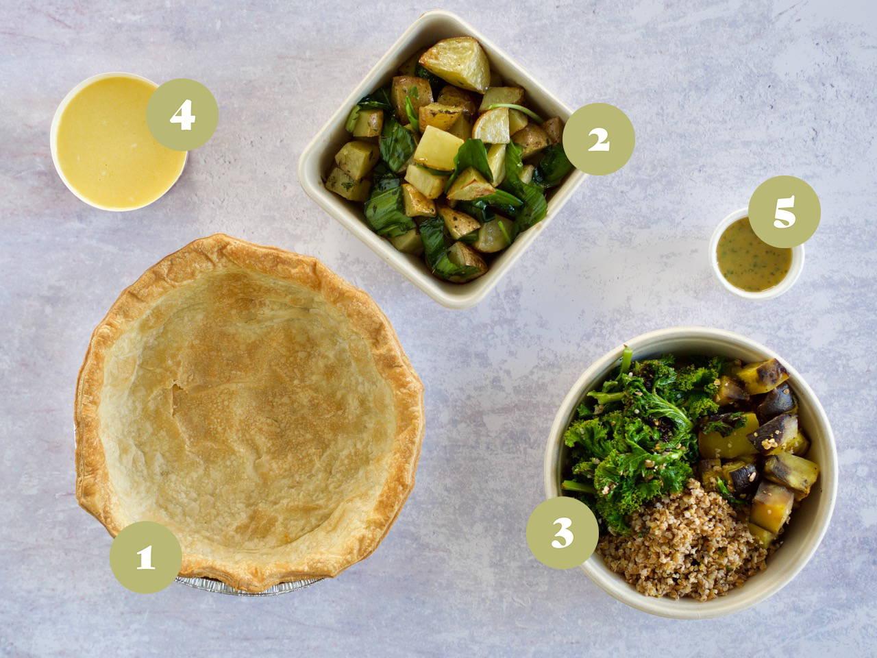 Opskrifter og vejledning til Tærte med stegte grøntsager og salat af dagens grønt med syrlig vinaigrette