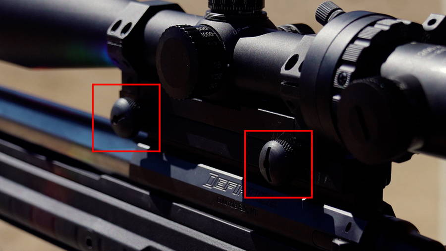 Tightening the Thumb screws on the M1200-XLR