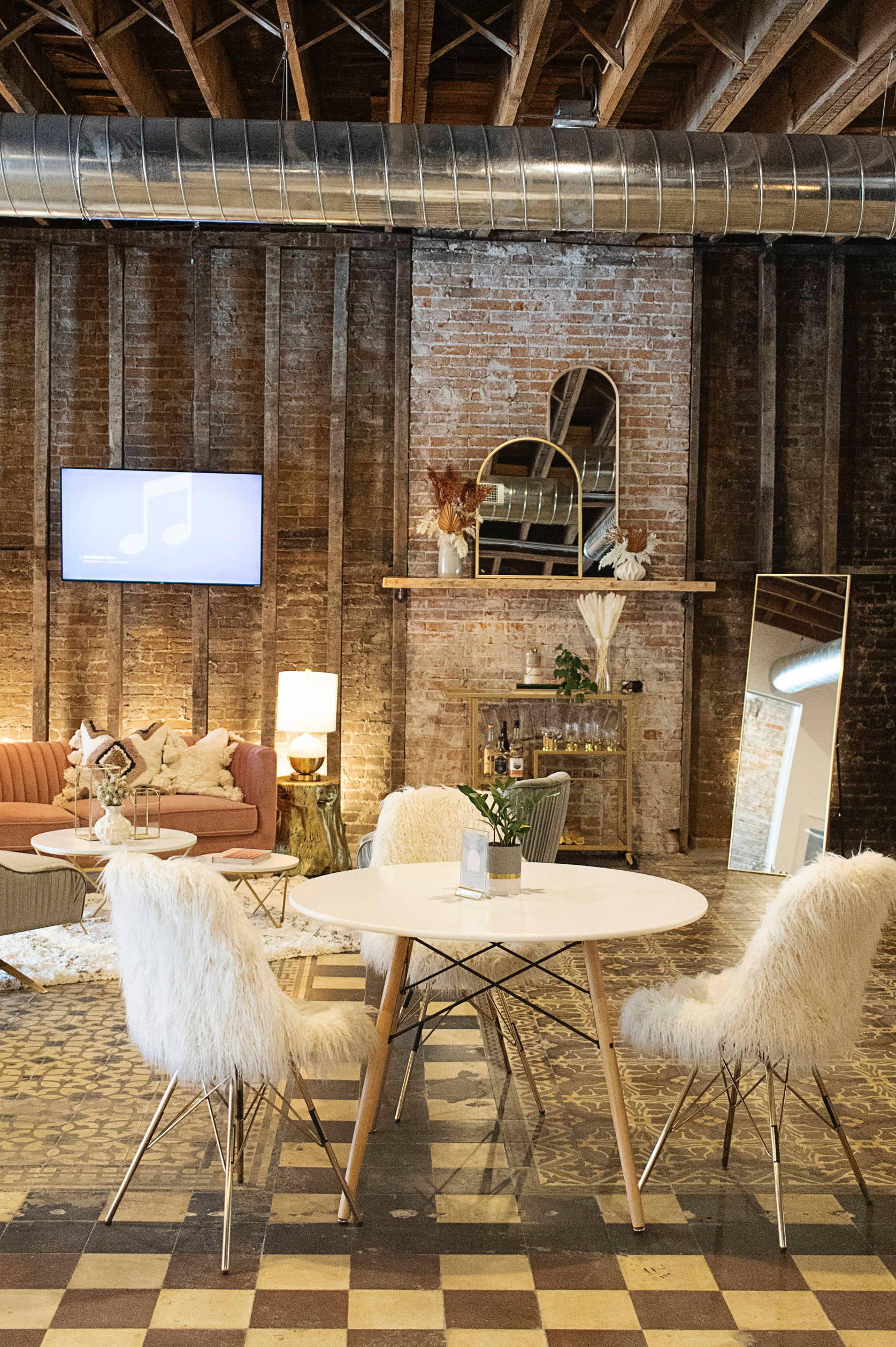 aesthetically pleasing workspaces in communal lounge