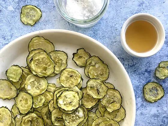 Croustilles de concombre sel et vinaigre, recette de croustilles santé sur le blogue de Isabelle Huot