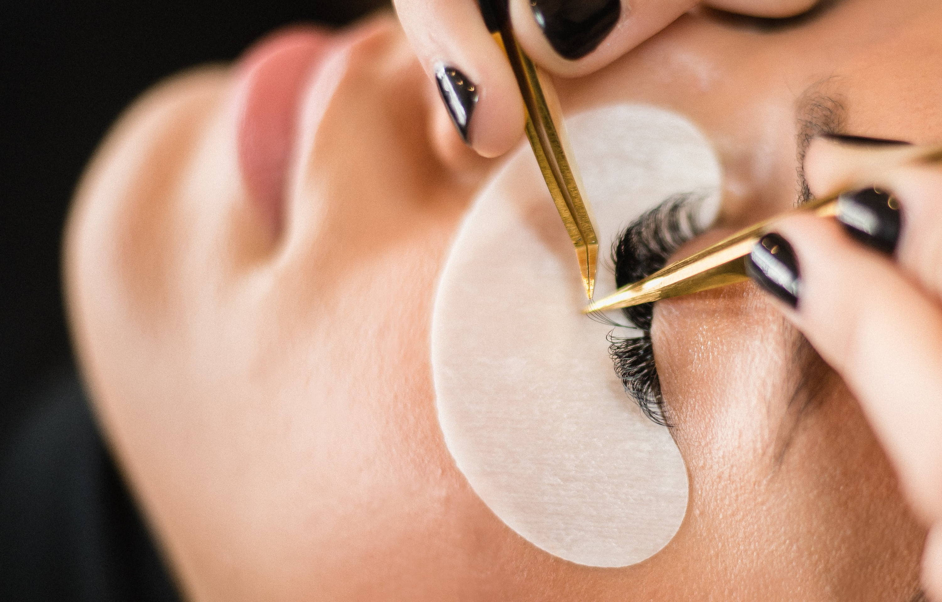 Everything You Need to Know About Lash Extension Allergies