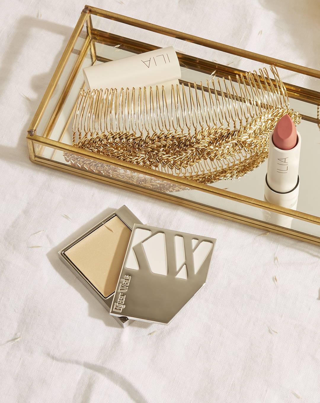 Maquillage de mariée : fond de teint crème Kjaer Weis et baume à lèvres teinté SPF15 Ilia