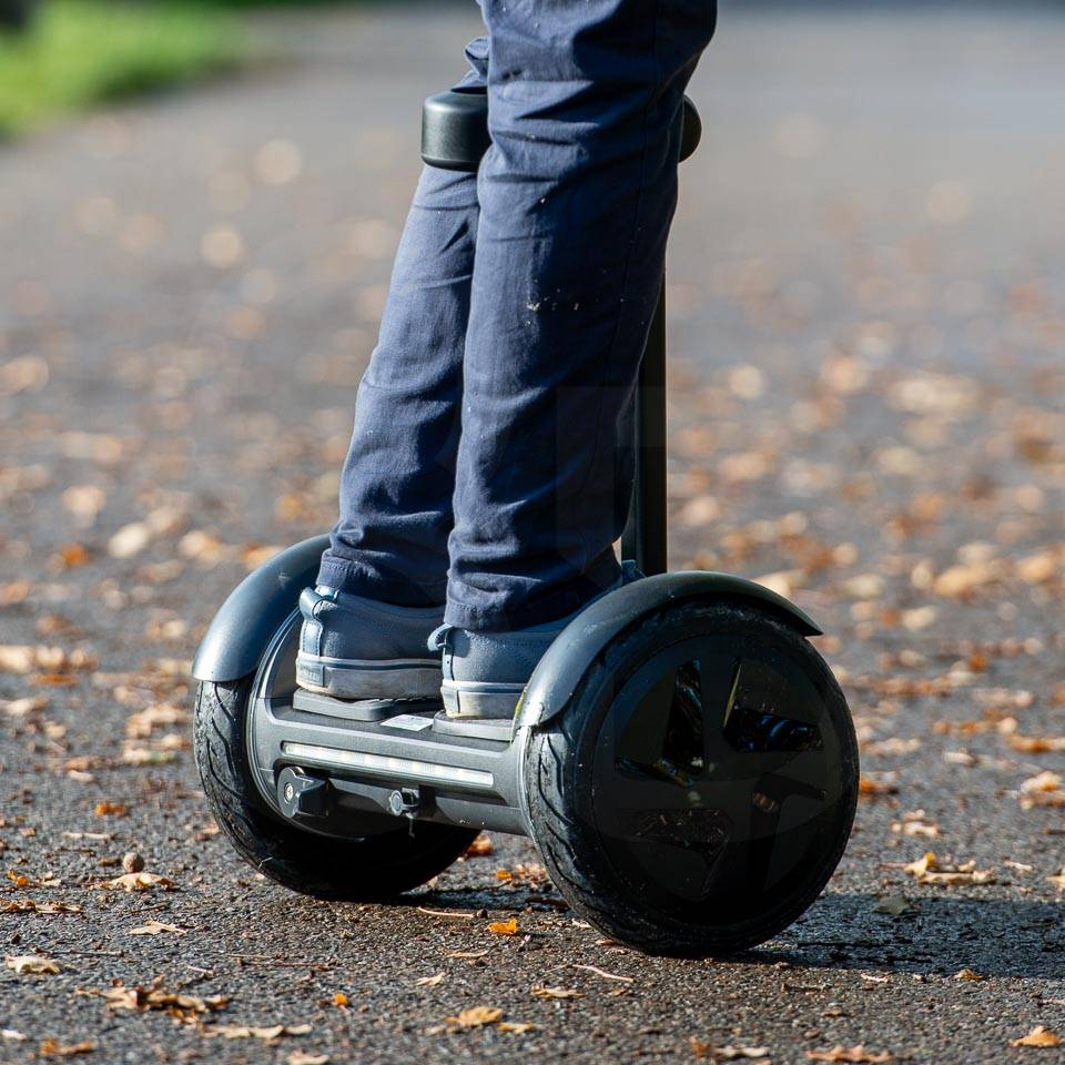 InMotion E3 hoverboard review in use rotation close