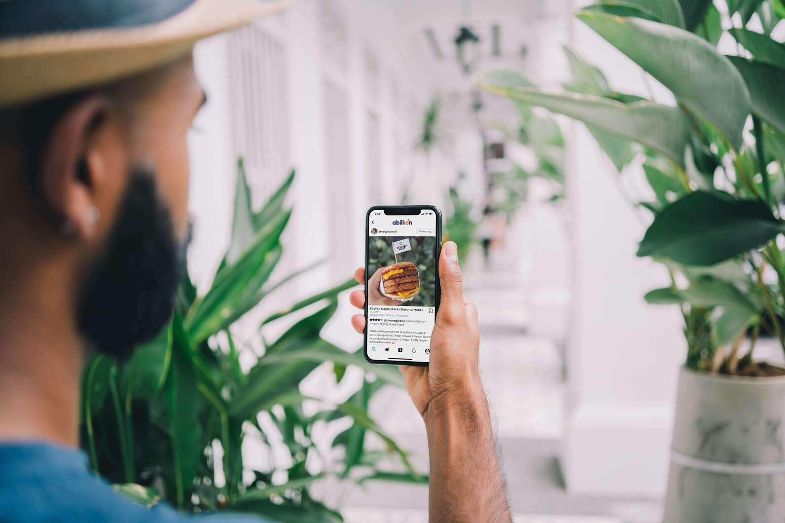 man using food logging app on smart phone