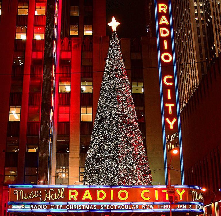 Spart bei Tickets für Radio City Christmas Spectacular in New York ...