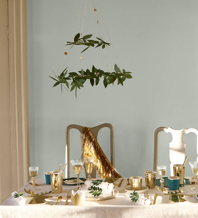 Meri Meri Christmass Tableware in foliage and gold