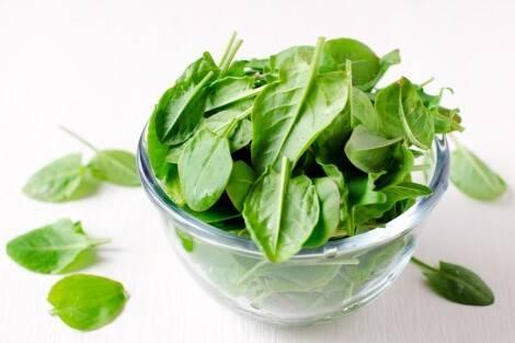 L'épinard est un légume pauvre en glucides