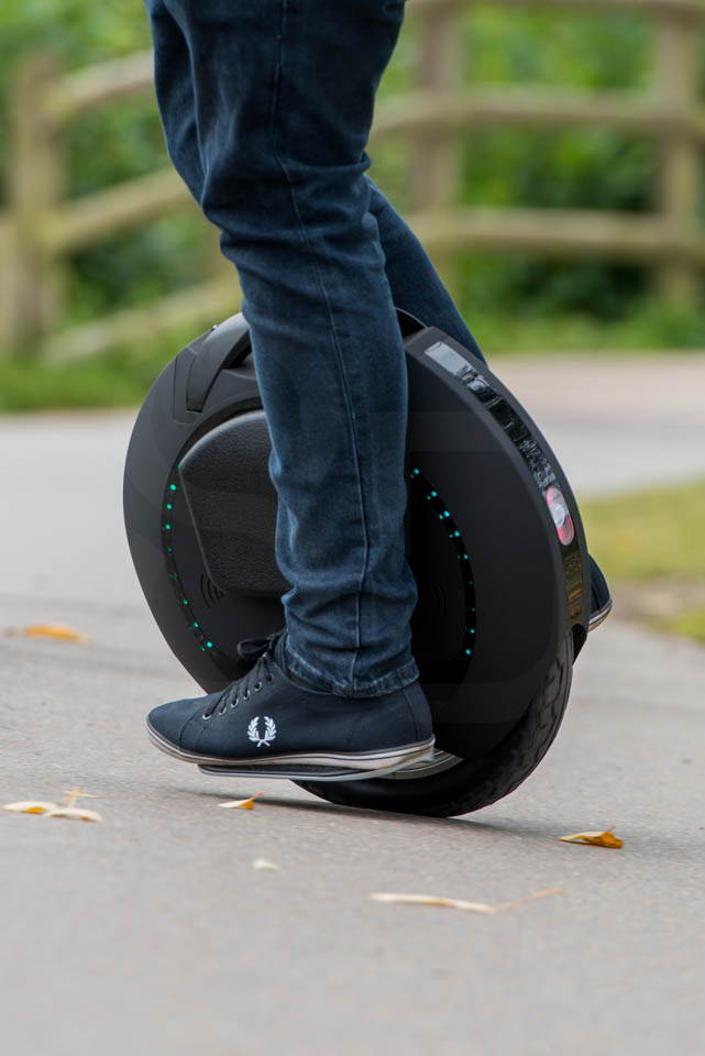 Kingsong KS16S Review riding turning tight left two