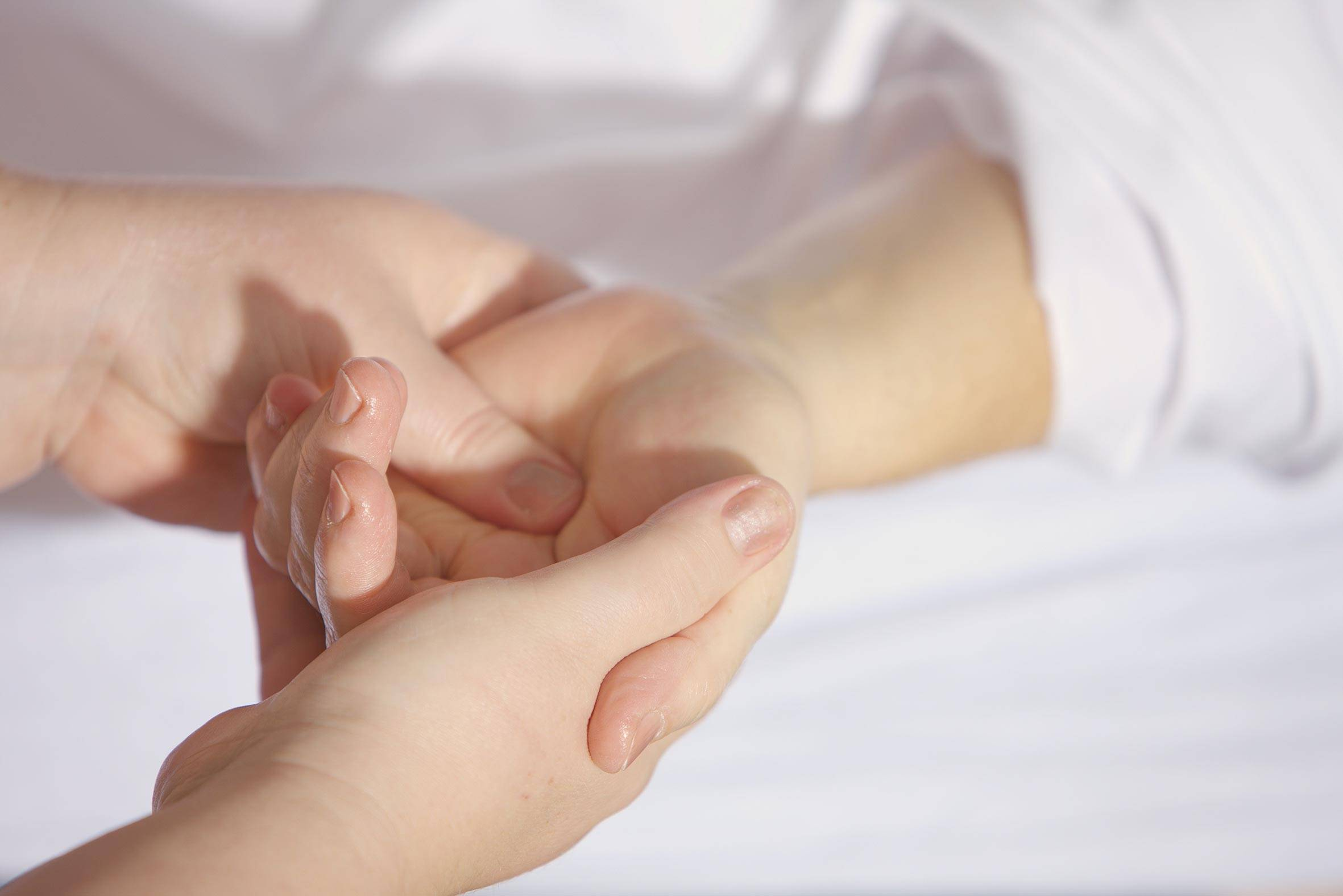 zu jedem maniküre termin gibt es eine kurze handmassage