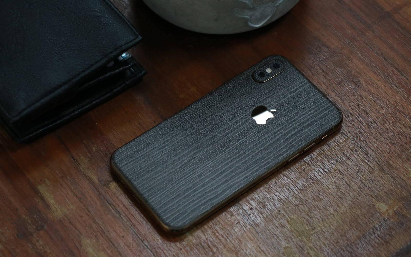iPhone XS SIlverblack Wood Skins