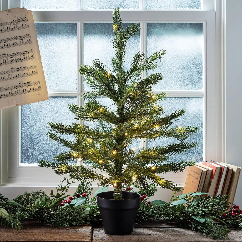 Mini-Weihnachtsbaum, 60cm mit Lichterkette vor Fenster.
