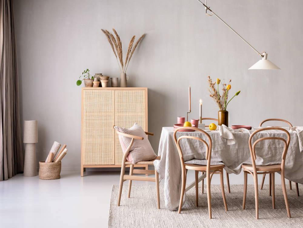 Esszimmer in minimalistischem Stil